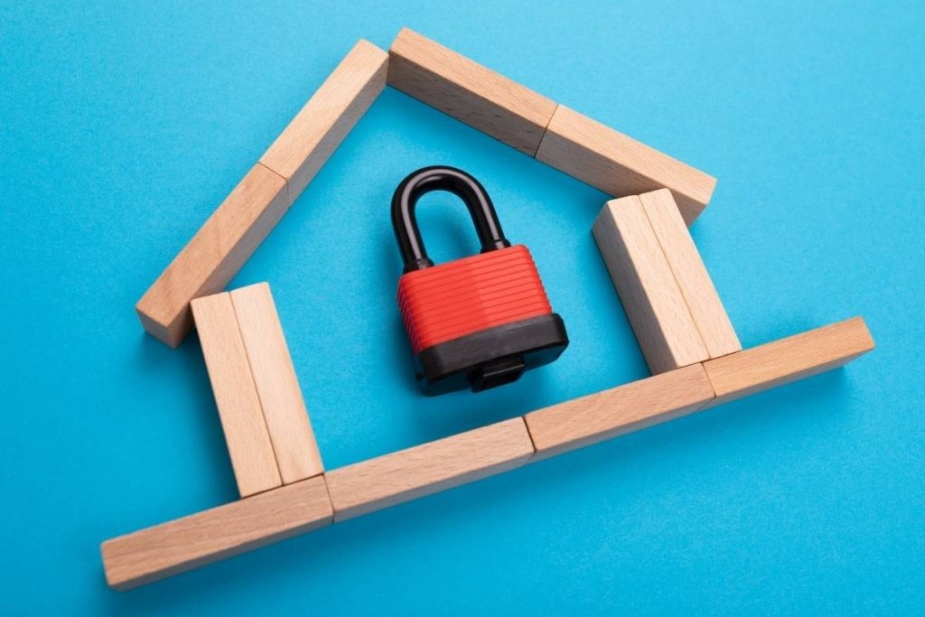 A lock inside a house made of wood, sampling mortgage insurances